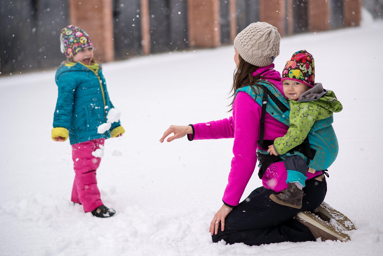 Kdy a jak nosit dítě na zádech